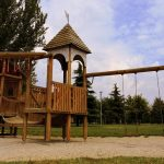 La balançoire en bois, un dispositif de divertissement adapté pour tous